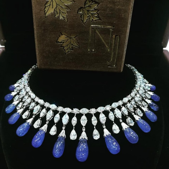 Nirakara Jewels